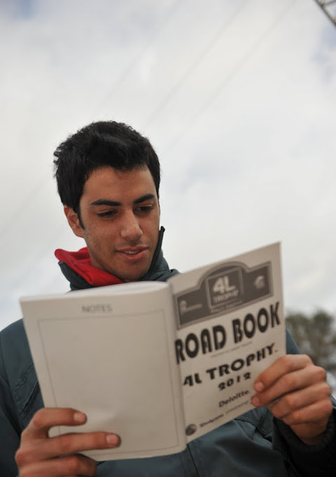 Mehdi prépare la route! dans La Course capture2